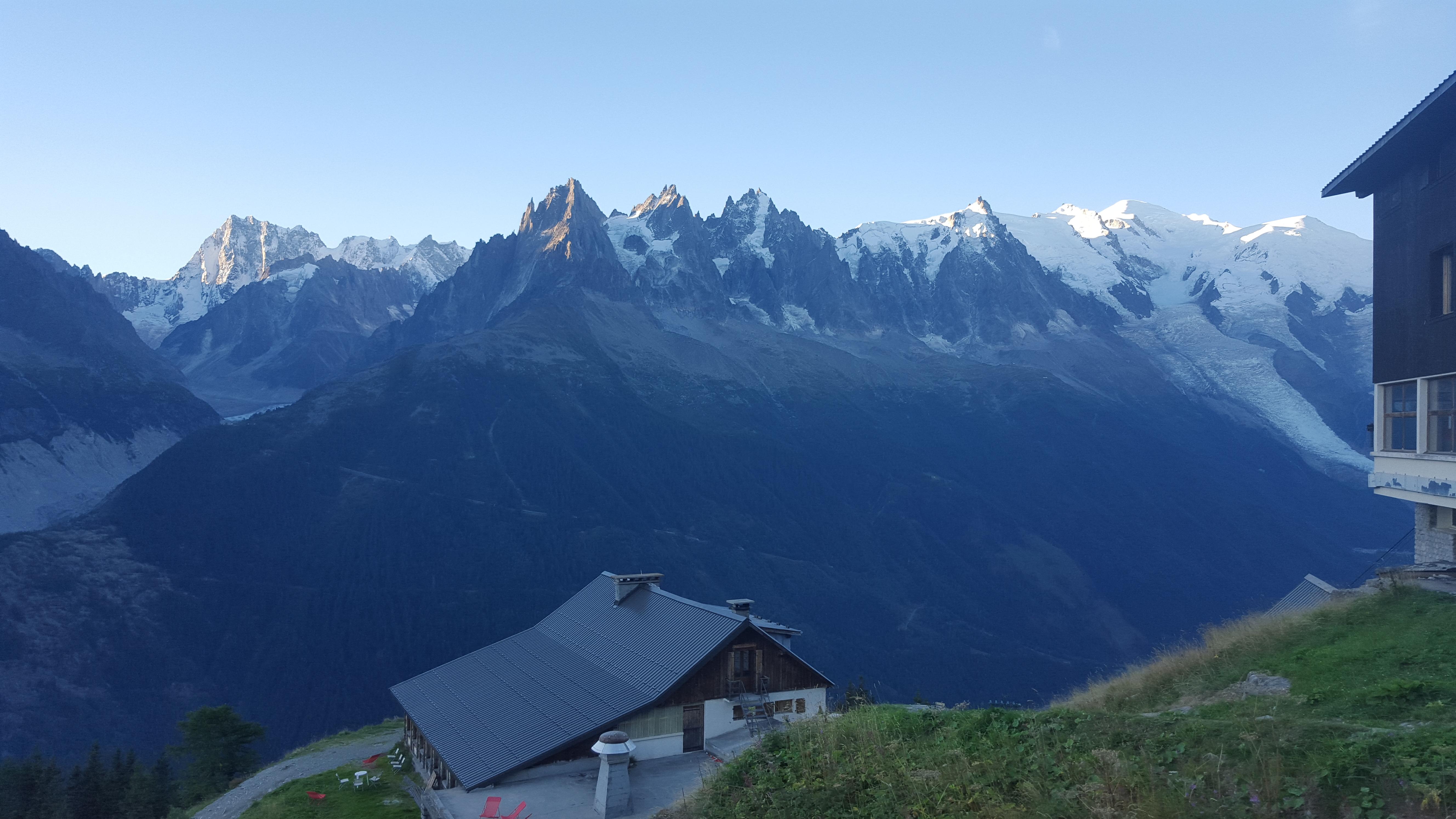Gryning över Mont Blanc-massivet